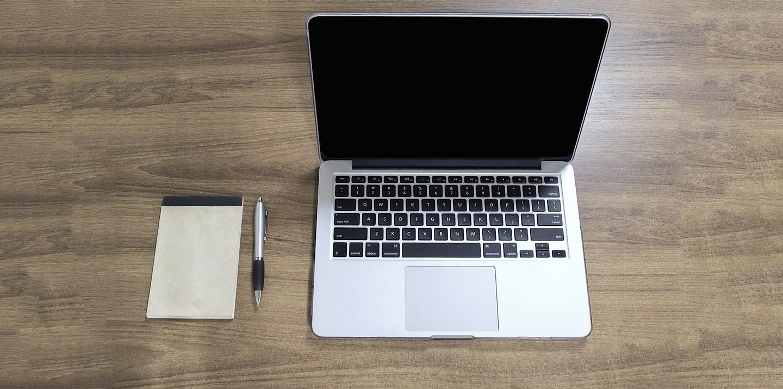 ASIS Schreibtisch